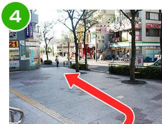 篠崎駅北口を左に曲がった様子